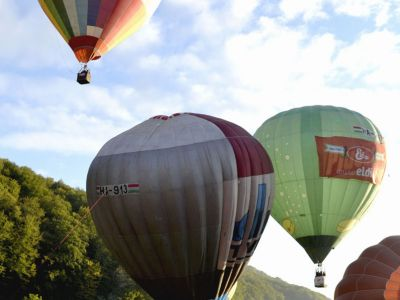 Travelling with hot air balloon