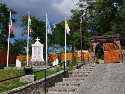 Elesett Katonák Emlékműve